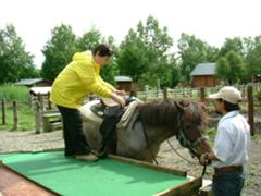 高齢者でも安心乗馬体験